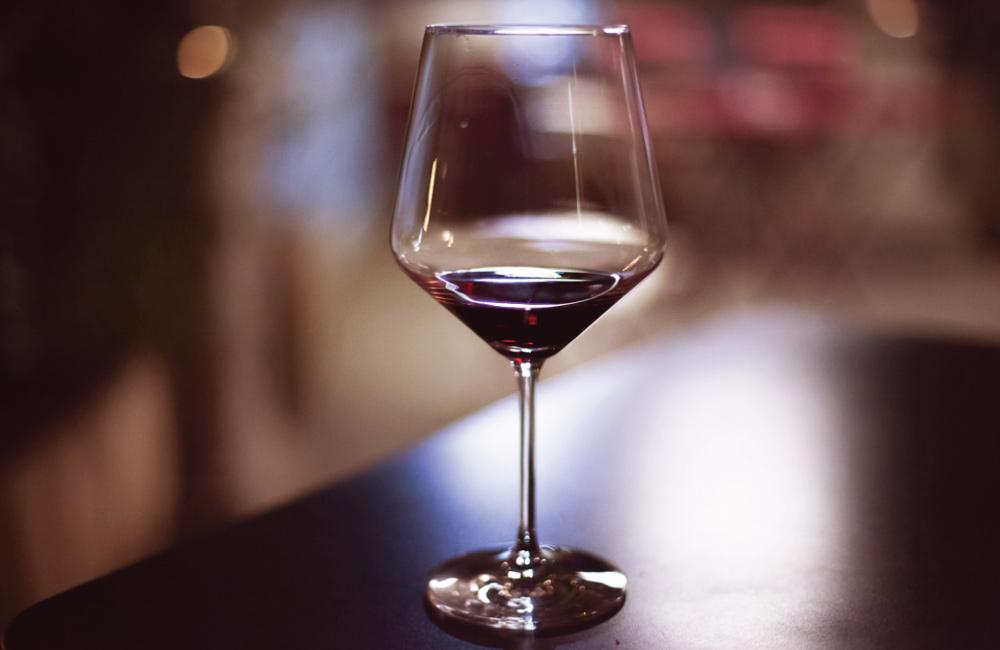 Comment et Pourquoi Décanter le Vin – L'art de la Décantation