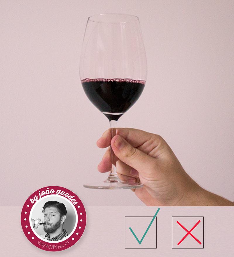 Comment prendre un verre de vin?